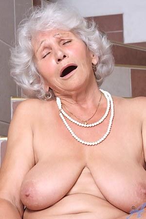 MILF Orgasm Porn Pictures