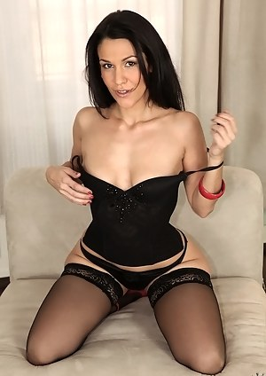 MILF Beauty Porn Pictures