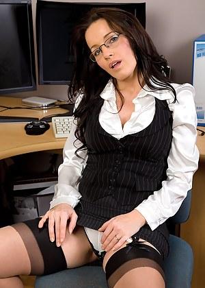MILF Secretary Porn Pictures