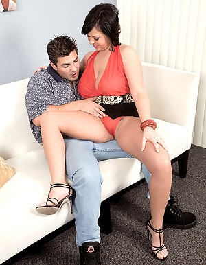 MILF Seduction Porn Pictures